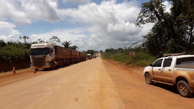 Dnit determina que bloqueio de caminhões na BR-163 seja prorrogado até sexta-feira