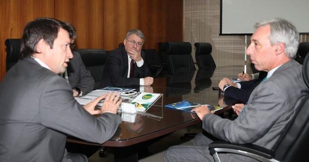 Novacki e embaixador discutem aproximação entre Brasil e União Europeia