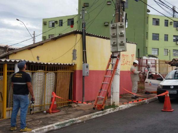 Ação flagra 'gatos' em postes; energia seria suficiente para atender mais de mil casas em um ano