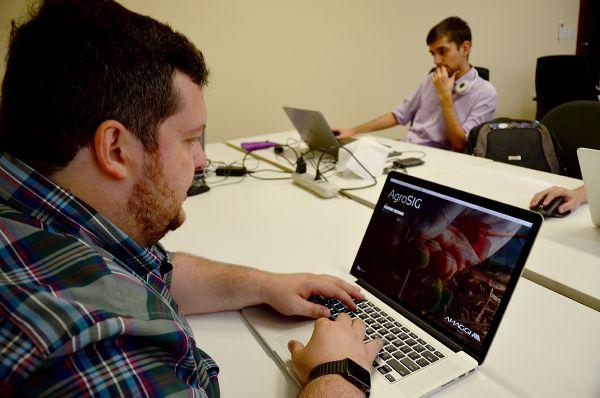 A AgroSig é um aplicativo mato-grossense criado pela empresa Nuvem Tecnologia e recentemente foi destaque mundial durante um evento da Microsoft, a 'Xamarin Evolve 2016'.
