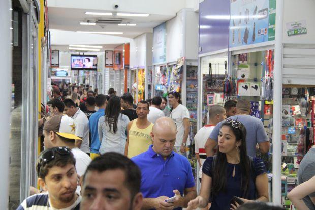 Vendas no 'Dia das Mães' aumenta  9% e  mais de 60 mil foram às compras no Shopping Popular