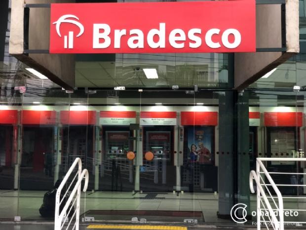 Agências bancárias e comércio: confira o que abre e o que fecha neste feriado