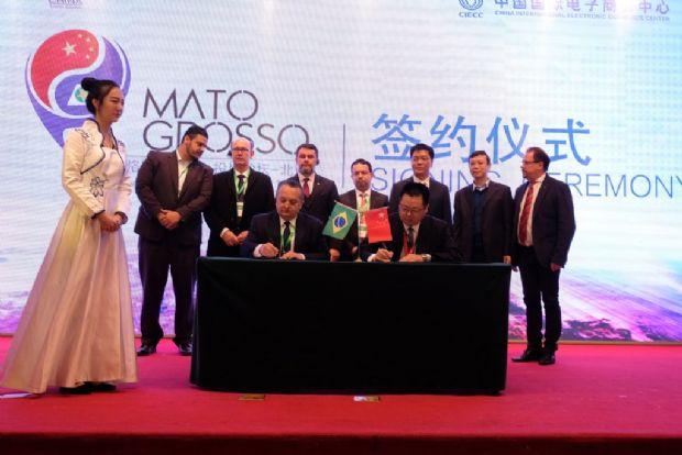 Empresas chinesas devem construir fábricas de placas solares e drones agrícolas em MT