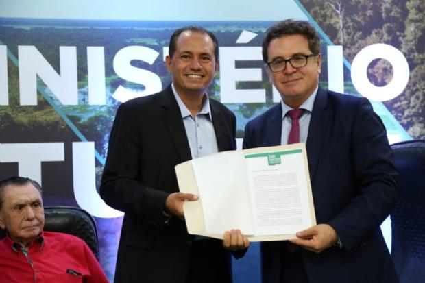 Nigro pede à ministro investimento em marketing, capacitação, indicadores e infraestrutura de turismo