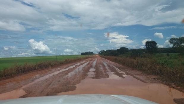 Trecho de rodovia pedagiada vira lamaçal e população cobra celeridade de empresa e Sinfra