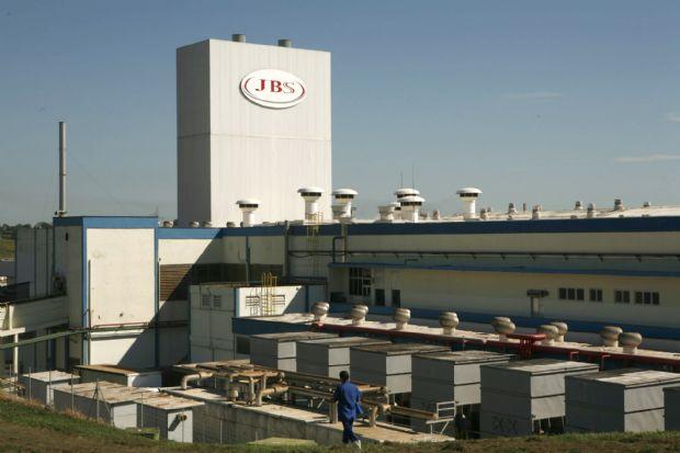 JBS suspende compra de gado em Mato Grosso diante operação da PF e mercado instável