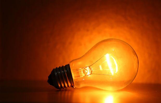 Bandeira amarela volta a fazer parte da conta de energia e R$ 2 serão cobrados a mais a cada 100 kWh
