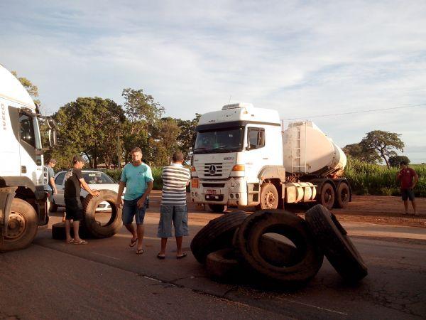 Protesto de caminhoneiros fecha parte da BR-163 no Norte