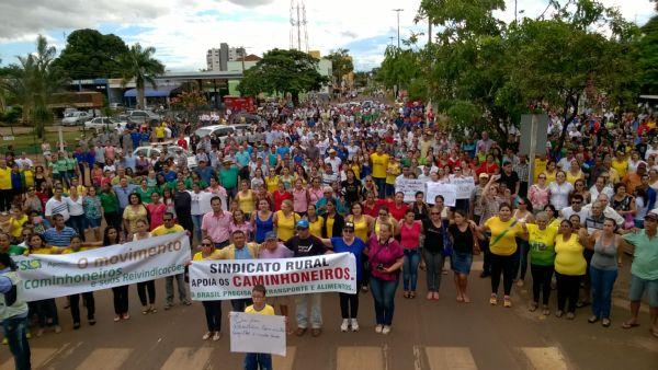 Produtores e empresários de Tangará da Serra fazem manifesto em apoio a caminhoneiros