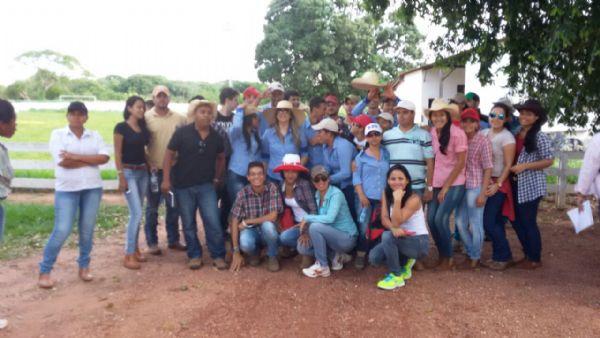 Aula prática na Fazenda Experimental da UMFT em Santo Antonio do Leverger