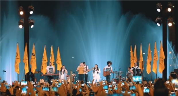Marília Mendonça divulga clipe de música gravada em Cuiabá com show das águas; veja