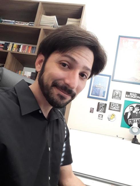 Vinícius começou a fazer quadrinhos em 2012, com webcomics (tirinhas  publicadas em um site). Antes disso, já era fã e leitor voraz. cccca72676