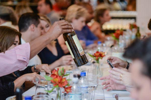 Dom Sebastião recebe a primeira noite de degustação e harmonização da Associação Brasileira de Sommeliers