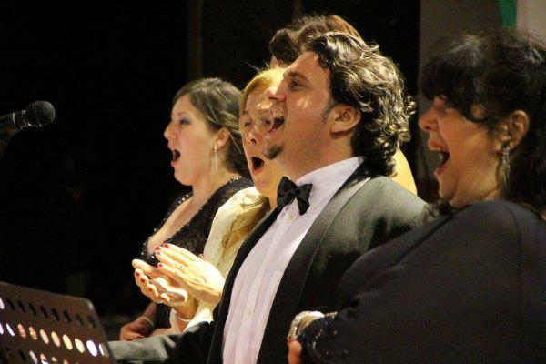Concerto lírico italiano traz tenores, pianista e quinteto de cordas para evento beneficente