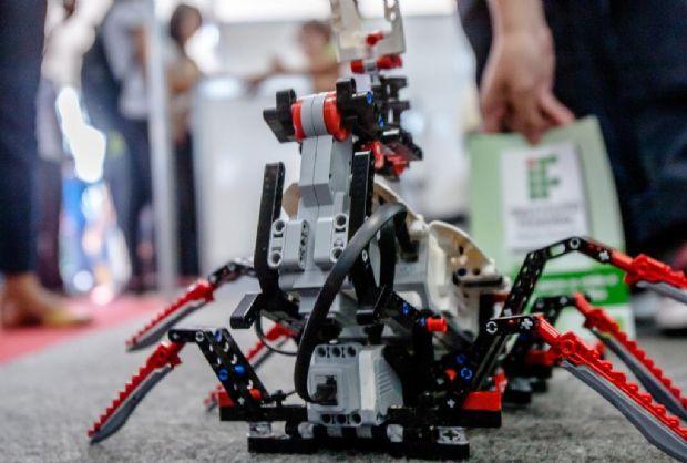 Caravana da Transformação oferta acesso à tecnologia e público conhece drones e  óculos 3D