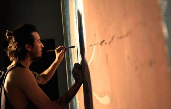 Artista plástico realiza feira e exposição para poder viajar pelo mundo; Saiba mais