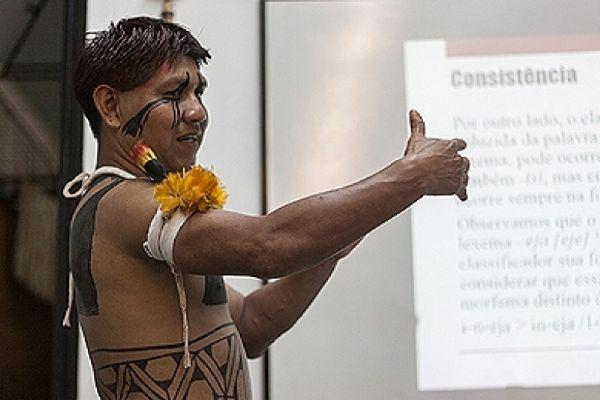 Indígena mato-grossense do Parque Nacional do Xingu conclui mestrado na UnB