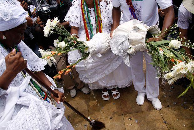 Lavagem das escadarias do Senhor do Bonfim, na Bahia, uma das mais famosas do país
