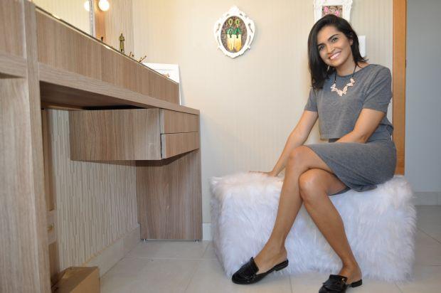 Emanuelle Oliveira, arquiteta, os pufes e quadrinhos 'hand made'