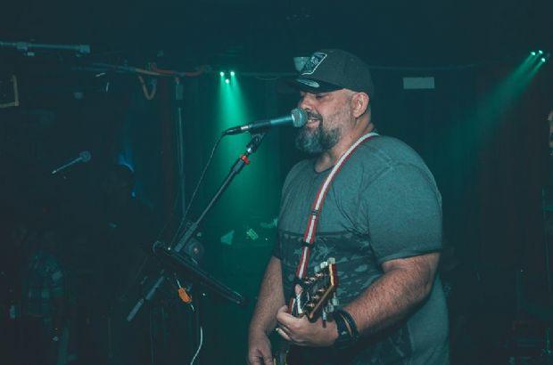 Vocalista do Raimundos, Digão toca clássicos do rock nesta quarta no Malcom Pub
