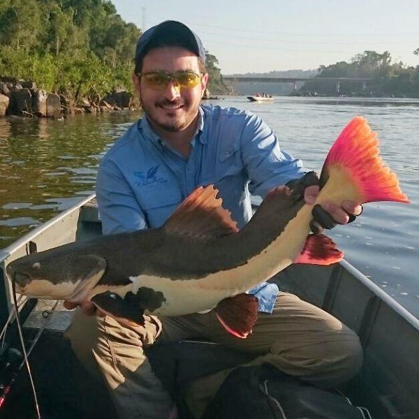 Meu amigo, queridíssimo, arquiteto badalado Rodrigo Esteves, em momento relax total, no findi, na divisa com a Amazônia, em Alta Floresta., em momento pesca esportiva. Tudo de bom!