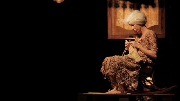 Inspirado em 'alucinações' de avó, espetáculo discute idade, delírios e morte neste final de semana