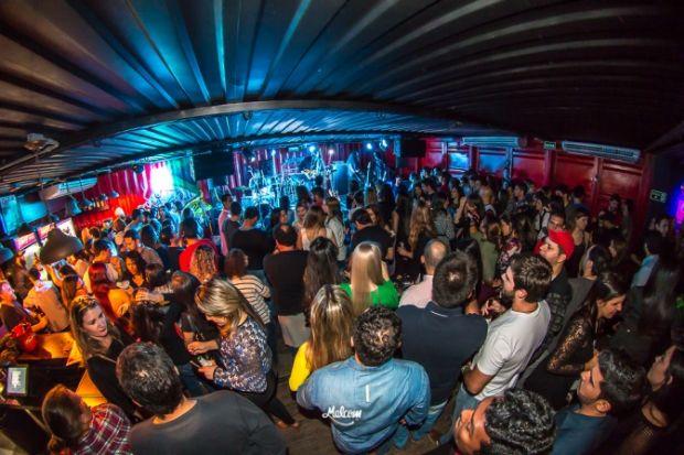Malcom Pub festeja três anos de aniversário com muito rock'n'roll
