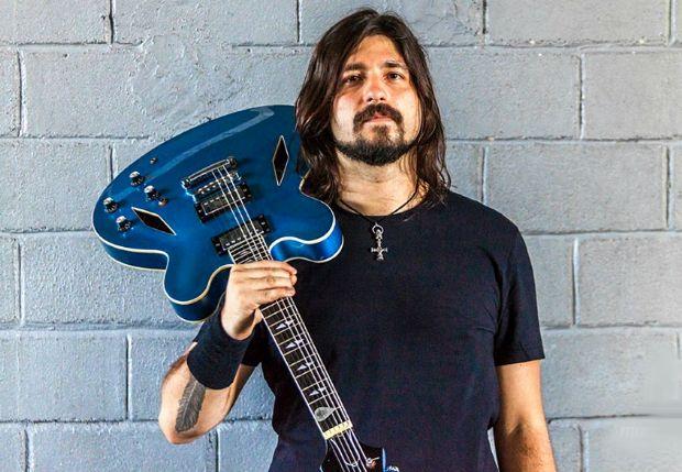Rafa Giácomo, o 'Dave Grohl mineiro' que cantou com Foo Fighters, se apresenta no Malcom