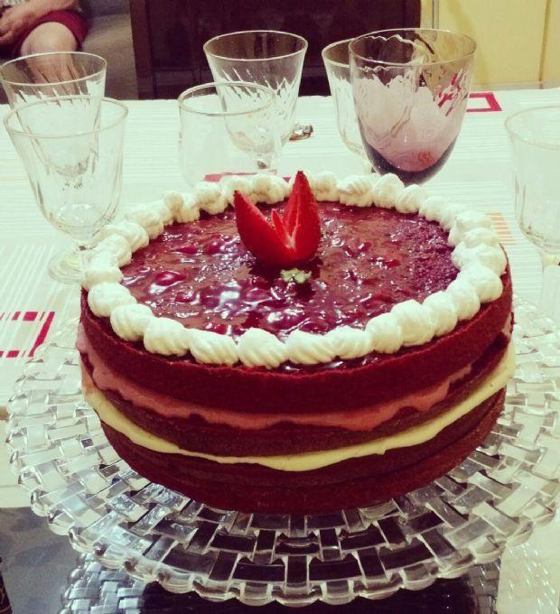 Naked Cake Moulin Rouge (com cobertura de geleia)