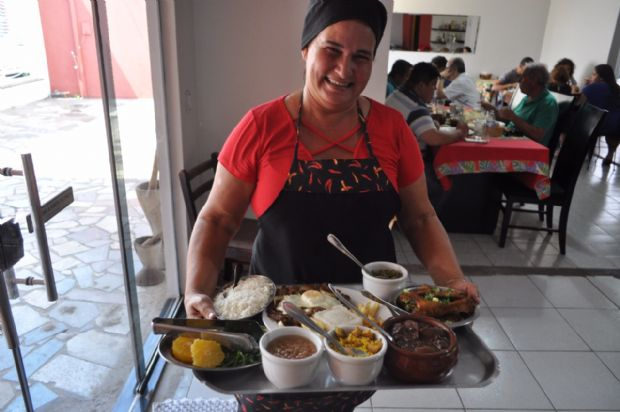 Vera, proprietária do restaurante Sabor e Pimenta