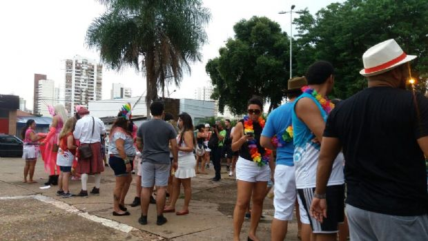 Blocos carnavalescos saem às ruas em Cuiabá e buscam resgatar tradição na Capital;  fotos