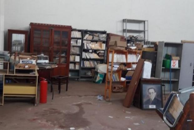 Após promessa de novo prédio, acervo da Biblioteca Estevão de Mendonça sofre deterioração