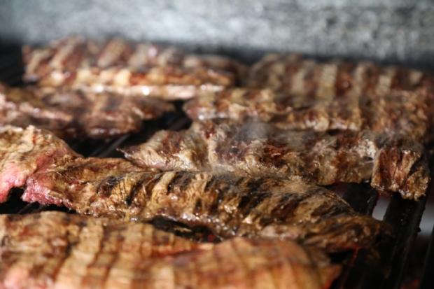 Uruguayo Parrilla lança menu degustação com carnes nobres à vontade, entradas e guarnições