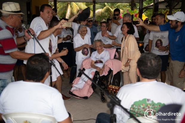 Família Coutinho comemora cem anos de sua matriarca em grande festa e presta homenagens