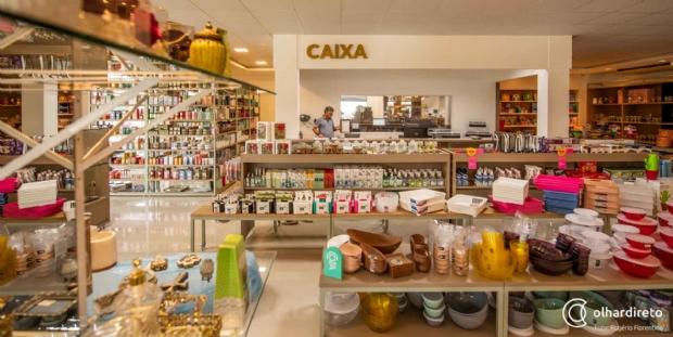 f6adfa39a Com dois andares, loja de presentes investe em utensílios e peças de  decoração especiais;