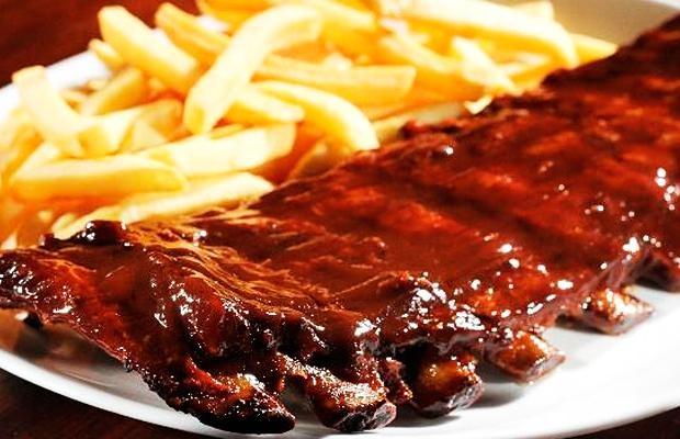 Costelinha com barbecue é um dos pratos mais famosos da casa