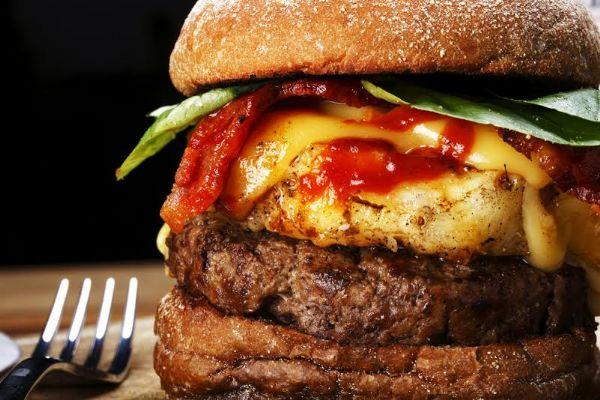 Chef Paulo Vitor comenta sobre as hamburguerias de Cuiabá