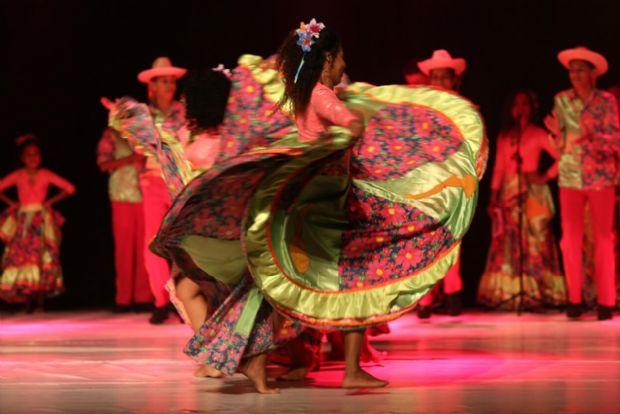 Sem patrocínio, grupo de siriri pede ajuda para viajar para Festival de Dança Internacional