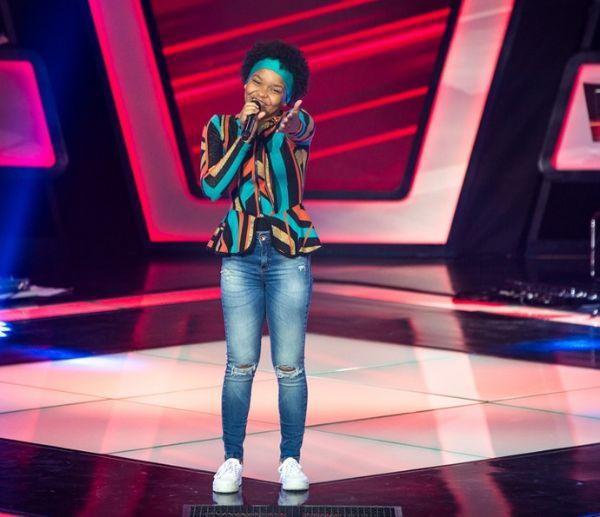 Mato-grossense de Araputanga é a primeira a ser escolhida no The Voice Kids e faz jurado virar cadeira em menos de 10 segundos