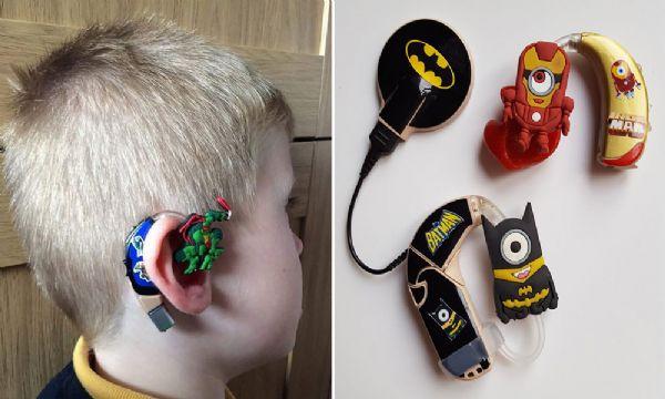Do bullying ao cool: como esta mãe conseguiu transformar o aparelho auditivo do filho em algo legal