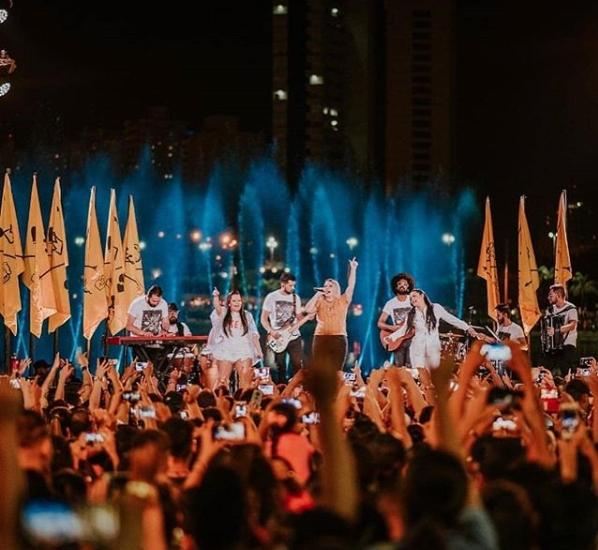 Show 'surpresa' de Marília Mendonça atrai cerca de 15 mil pessoas no Parque das Águas