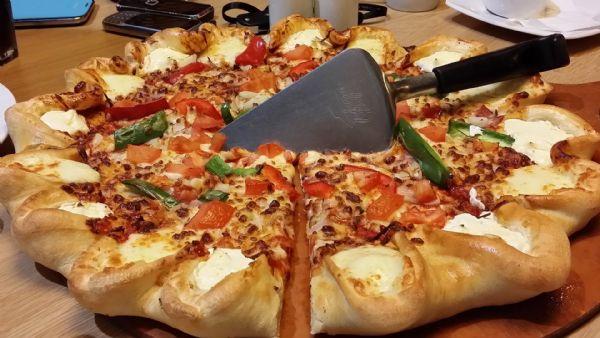 Duas lojas da Pizza Hut serão inauguradas em Cuiabá no mês de novembro deste ano