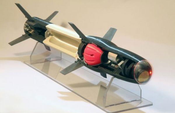 Míssil da Raytheon, feito com peças fabricadas por impressora 3D.