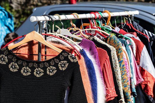 Bazar beneficente terá camisas da Dudalina, vestidos de festa e roupas de academia; peças a partir de R$ 2