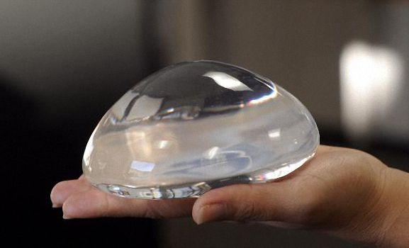 Próteses de silicone com chip e gel com nanotecnologia chegam a MT em junho, diz cirurgião