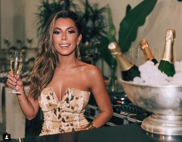 f875ad89170b0 Digital Influencer cuiabana dá palestra sobre como fazer sucesso nas redes  sociais. A blogueira de moda Thaylise Ferreira ...