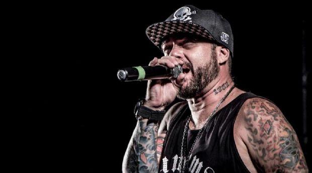Vocalista da banda Tihuana toca clássicos do rock junto ao grupo cuiabano Ponto Seis