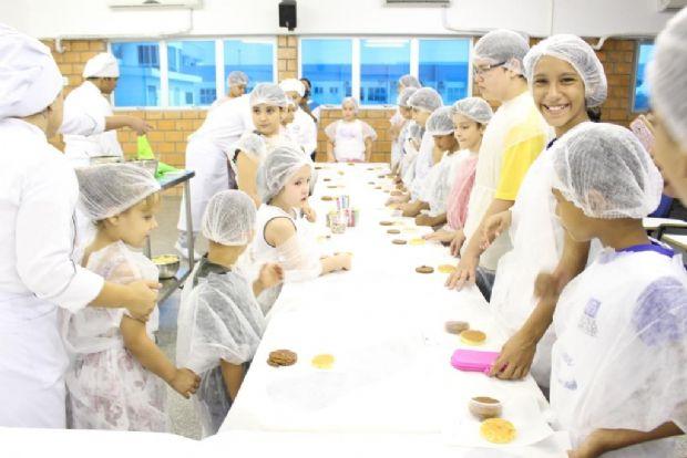 Crianças podem brincar de 'hacker' e aprender a fazer bolo de pote no Univag Solidário