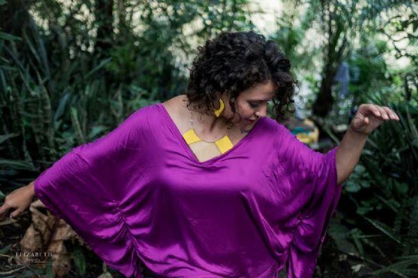 Designer mato-grossense lança coleção de acessórios inspirada na arte indígena