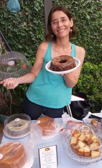 Depois de 20 anos dando aulas, professora busca novidades e começa a vender bolos